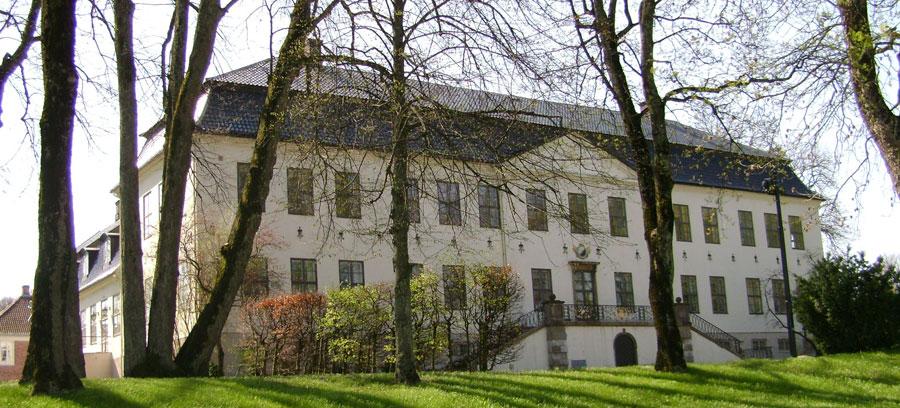 Hafslund hovedgård sett fra gaten. Foto: Kvikk, Wikimedia Commons