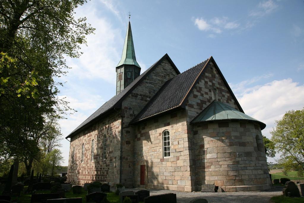 Rygge kirke bygget i ca. 1170. Foto: Hans A. Rosbach, Wikimedia Creative Commons.