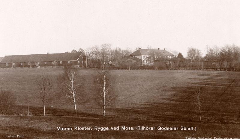 Værne kloster. Foto: tilhører godseier Sundt. Sæbbös Boghandel. Kilde: Kulturminnebilder. Wikimedia Commons.