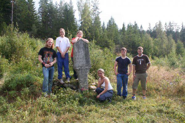Ryddingen er ferdig og ryddegjengen er sliten. Foto: Elisabeth Simensen. 21.08 - 2005