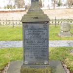 Arild Christophers gravminne står i dag i en såkalt «historisk gravlund» på Os kirkegård i Halden. Her er det samlet et antall gravminner som sto i fare for å bli fjernet. Foto: Svein Norheim