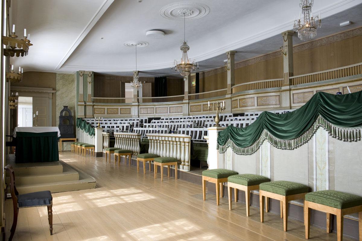 Stortingssalen i 1814 var egentlig auditoriet i Oslo katedralskole. Huset er revet, men salen er gjenoppført på Norsk Folkemuseum. Foto: Anne-Lise Reinsfelt, Norsk Folkemuseum