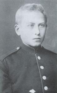 Henrik Angell som kadett til Krigsskolen. Fra biografien til Roy Andersen om Henrik Angell.