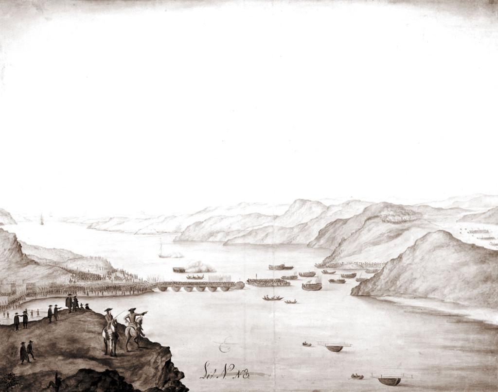 Flytebru er under bygging over Svineund høsten 1718. Vi kan vel tenke oss at det er Karl XII som inspiserer arbeidene. Norsk Svinesund til høyre i bildet. ill.: Sveriges krig 14.41.